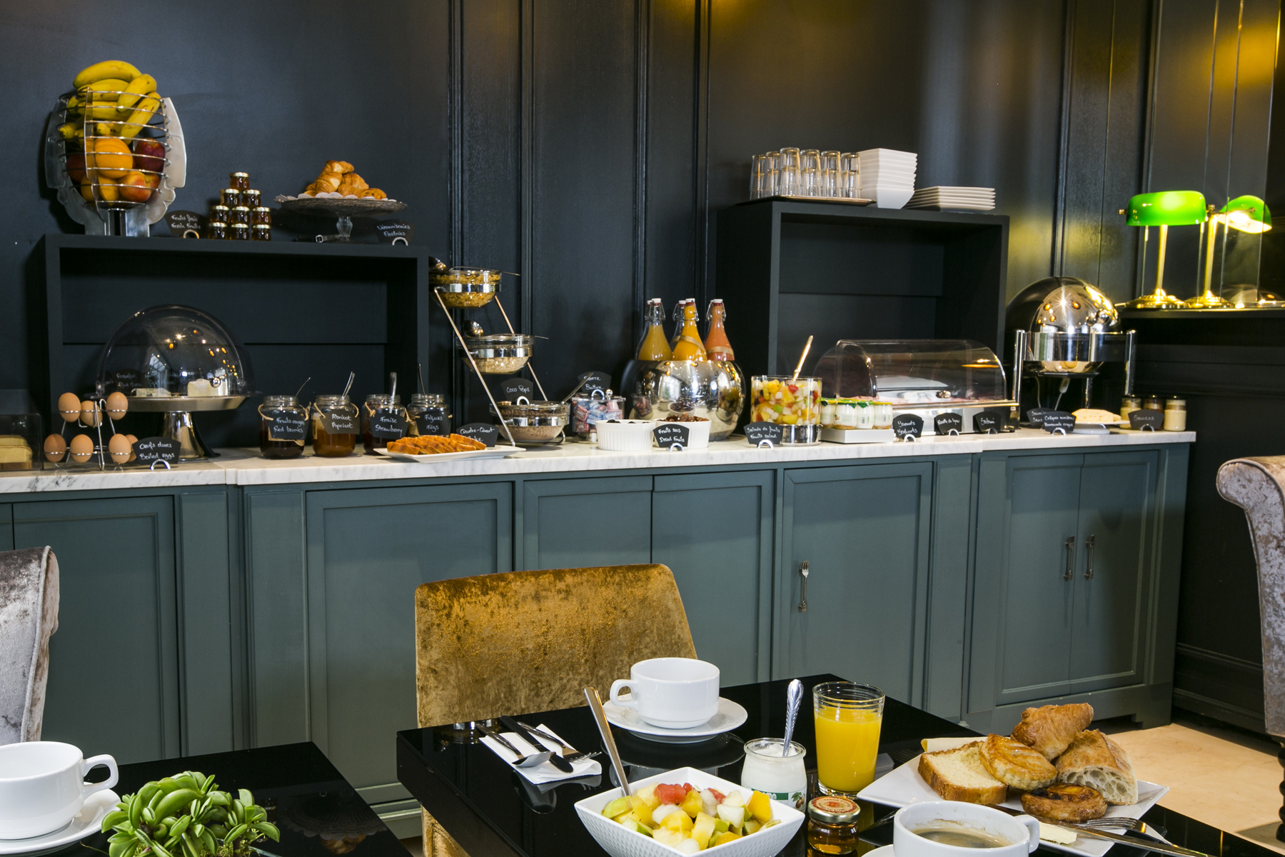 Best Western Plus de Neuville breakfast buffet