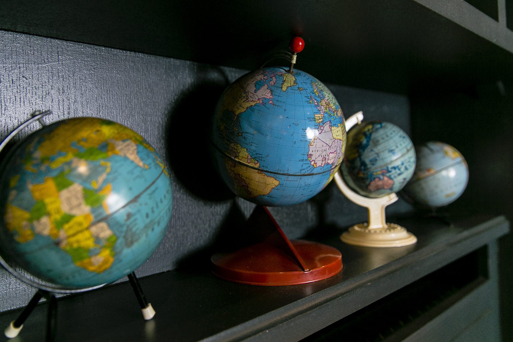 Best Western Plus Neuville Arc de Triomphe globes collection